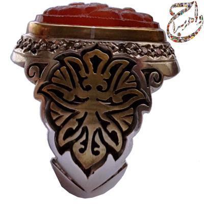 انگشتر عقیق سرخ کهنه یمنی حکاکی برجسته